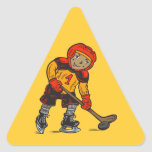 Muchacho que juega a hockey pegatina triangular