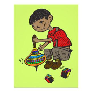 """Muchacho que juega con los juguetes folleto 8.5"""" x 11"""""""