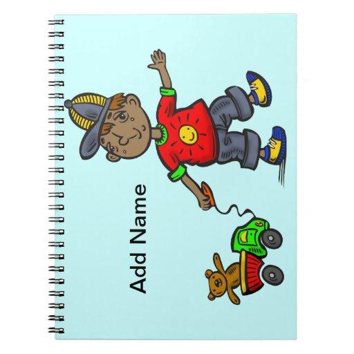 Muchacho que tira del juguete spiral notebooks