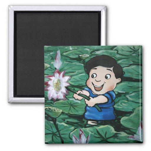Muchacho taiwanés en la charca del lirio imanes de nevera
