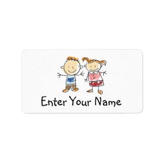 Muchacho y chica etiquetas de dirección
