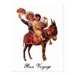 Muchacho y chica que montan un burro, buen viaje postales