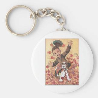 muchacho y perro en hojas llavero redondo tipo pin