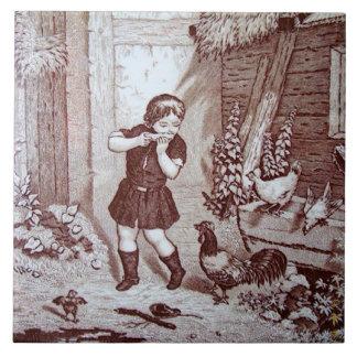 Muchacho y pollos encantadores de granja de la azulejo cuadrado grande