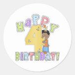 Muchachos 4to cumpleaños feliz, afroamericano pegatina redonda