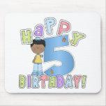 Muchachos 5to cumpleaños feliz, afroamericano tapete de ratones