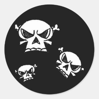 Muchachos del cráneo de Justyn Johnson Pegatina Redonda