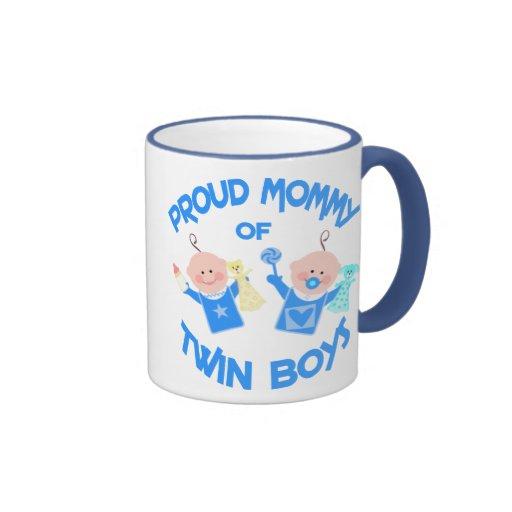 Muchachos del gemelo del día de madre de la mamá d taza