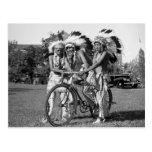 Muchachos del nativo americano, los años 30 postales