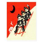 Muchachos en una postal de la escena del invierno