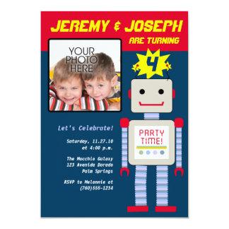 """Muchachos gemelos, cumpleaños del robot invitación 5"""" x 7"""""""