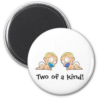 Muchachos gemelos dos de los artículos de una cole imán redondo 5 cm