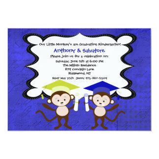 Muchachos gemelos Monkeying alrededor la Anuncios Personalizados