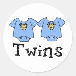 Muchachos lindos del mono 2 de los gemelos etiqueta redonda
