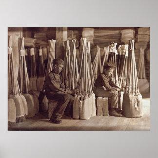 Muchachos que embalan a Brooms, 1908 Póster