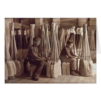 Muchachos que embalan a Brooms, 1908 Tarjeta De Felicitación