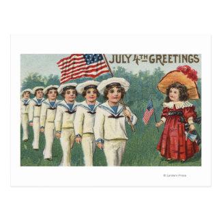 Muchachos que marchan vestidos como marineros postales