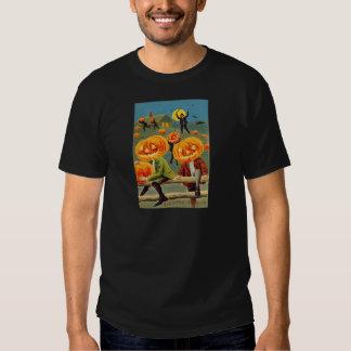 Muchachos que roban la linterna de Jack O de la Camisas