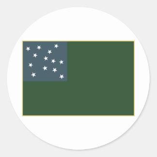 Muchachos verdes de la montaña y la bandera de la  pegatinas redondas