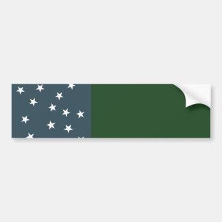 Muchachos verdes de la montaña y la bandera de la  pegatina para auto