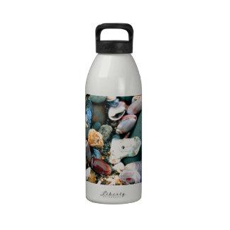 Muchas cáscaras botellas de beber
