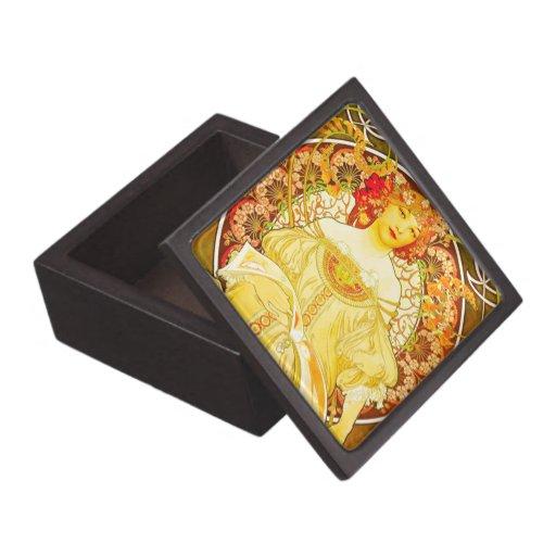 Mucha's Champagne - Premium Gift Box