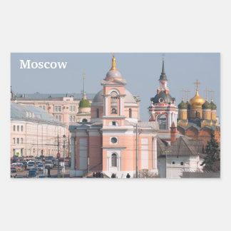 Muchas iglesias ortodoxas rusas en el centro de rectangular pegatina