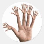 Muchas manos etiqueta redonda