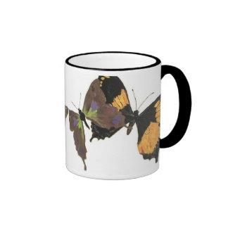 Muchas mariposas taza de dos colores