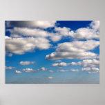 muchas nubes mullidas blancas poster