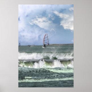 muchas personas que practica surf windsurfing en u posters