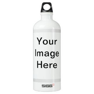 Muchas reflexiones de espejos botella de agua