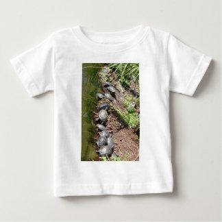 Muchas tortugas playera de bebé