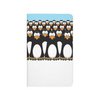 Muchedumbre de pingüinos divertidos del dibujo ani cuadernos