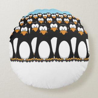 Muchedumbre de pingüinos divertidos del dibujo