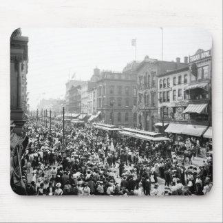 Muchedumbre del Día del Trabajo, búfalo, NY: 1900 Tapete De Raton