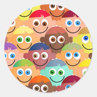Muchedumbre feliz pegatina redonda