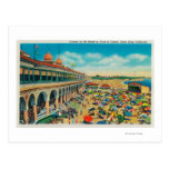 Muchedumbres en la playa delante del casino postal