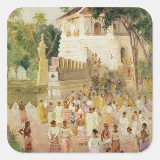 Muchedumbres en un monumento en la India, 1895 Pegatina Cuadrada