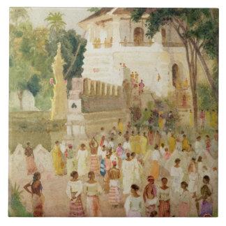 Muchedumbres en un monumento en la India, 1895 (w/ Azulejo Cuadrado Grande
