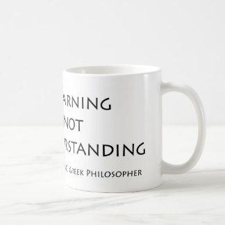 Mucho aprendiendo no enseña a comprensión taza de café
