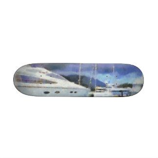 Muchos barcos en un embarcadero patinetas personalizadas