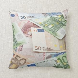 Muchos billetes de banco euro cojines