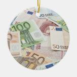 Muchos billetes de banco euro ornamento para arbol de navidad