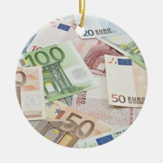 Muchos billetes de banco euro adorno redondo de cerámica