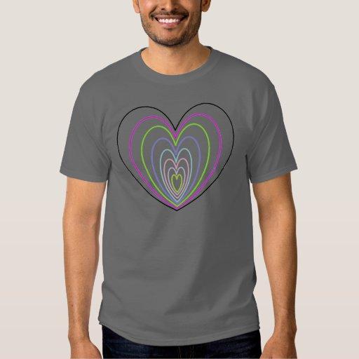Muchos corazones coloreados multi del neón de la remera