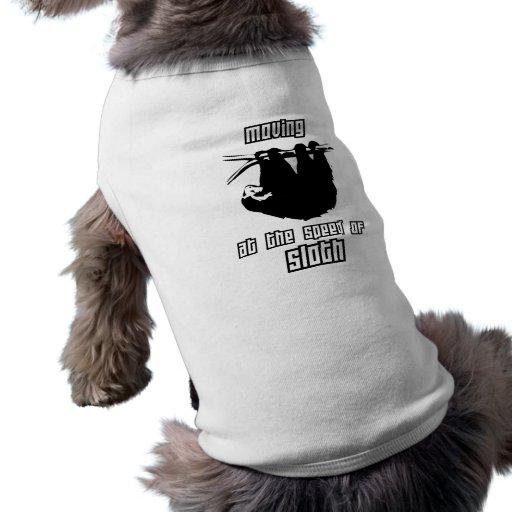 Mudanza a la velocidad de la pereza camisa de perrito