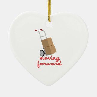 Mudanza adelante adorno navideño de cerámica en forma de corazón