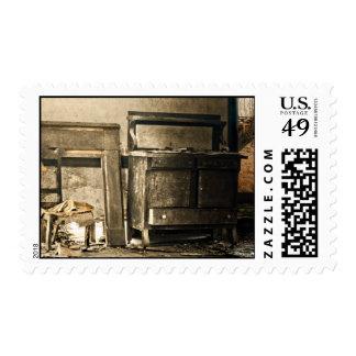 Muebles antiguos abandonados timbre postal
