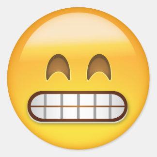 Mueca de la cara con los ojos sonrientes Emoji Pegatina Redonda